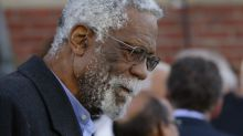 Bill Russell accepts NBA Lifetime Achievement Award: 'I would kick your a--'