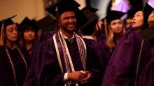 Entró como conserje y salió como graduado en enfermería