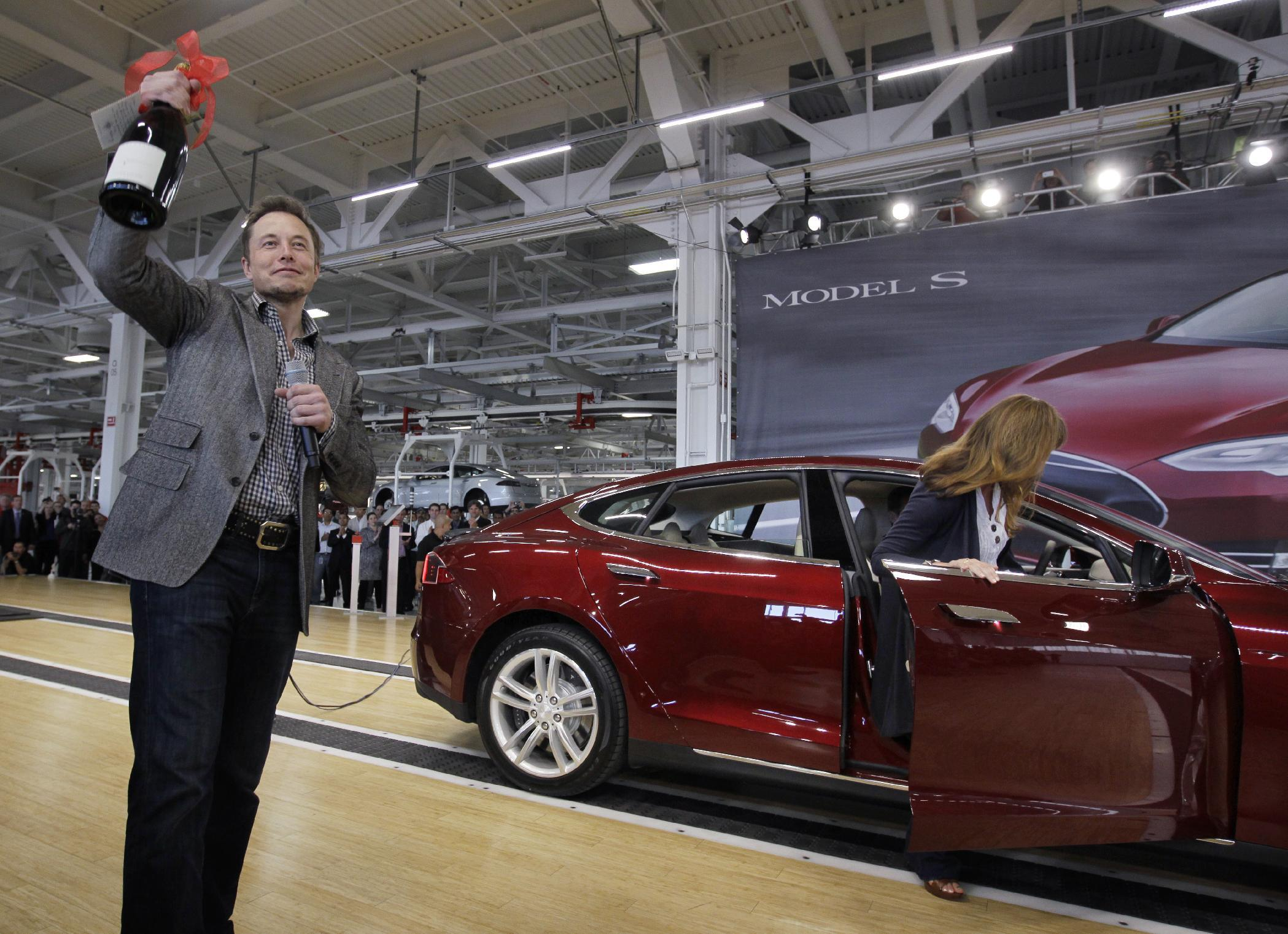 Tesla Ceo Elon Musk Announces He Will Drive Cross Country In