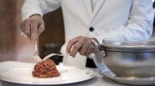 El steak tartar de Zalacaín: los secretos del mejor de Madrid