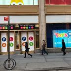 Toys R Us founder dies as iconic retail chain folds