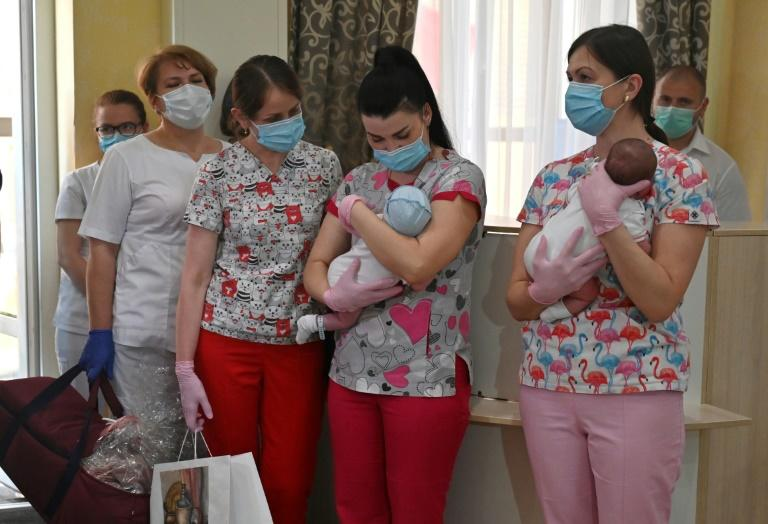 Nurses prepare to hand over babies to foreign couples at a Kiev hotel -- but some people worry a highly profitable and murky business is taking advantage of desperate young women and operating in a grey zone open to abuse (AFP Photo/Sergei SUPINSKY)