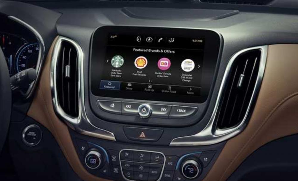 美國通用(GM)汽車日前便發布全新車載系統功能「Marketplace」,只需要透過中控台觸控螢幕,就可以買咖啡、找加油站或停車場,以及訂餐廳。