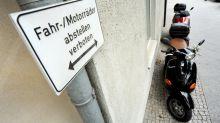 Roller darf nicht auf dem Gehweg parken