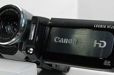 Canon's VIXIA HF200 HD camcorder gets hands-on love