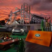 Land Rover shows off 2017 Discovery with record-breaking Lego build