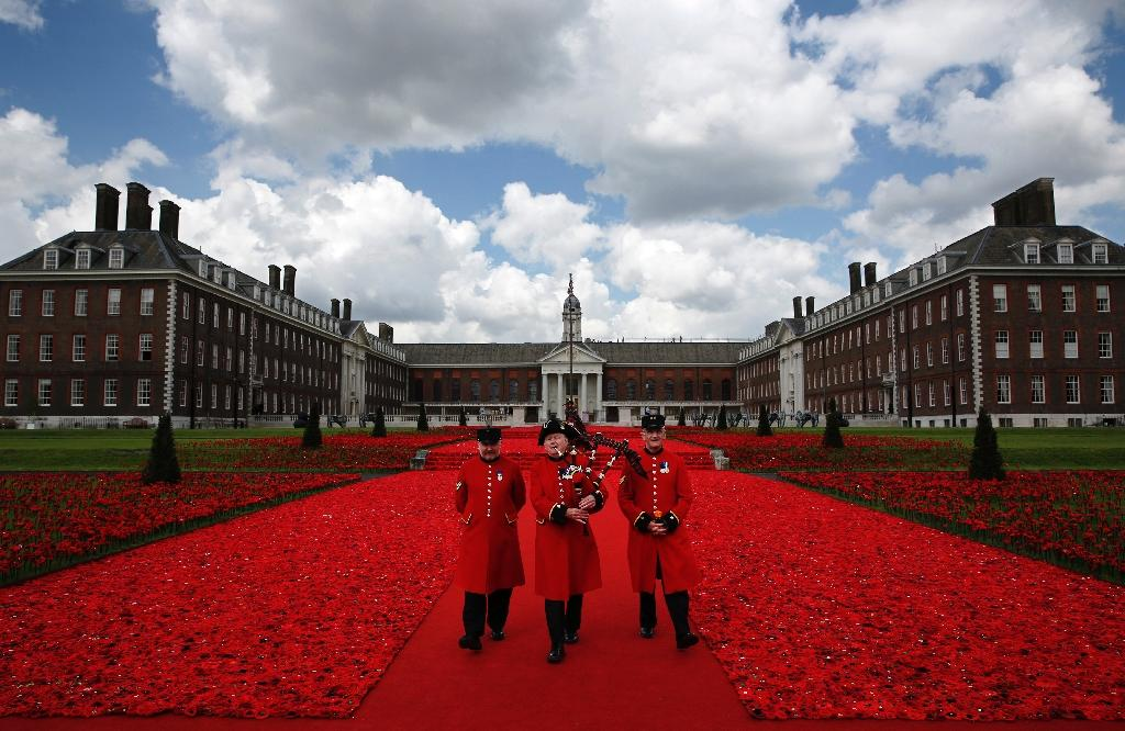 Chelsea Pensioners walk through the 5000 Poppies Garden at the Chelsea Flower Show in London, on May 23, 2016 (AFP Photo/Adrian Dennis)