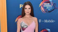 Mini dress, la tendencia que triunfa en los Teen Choice Awards 2018