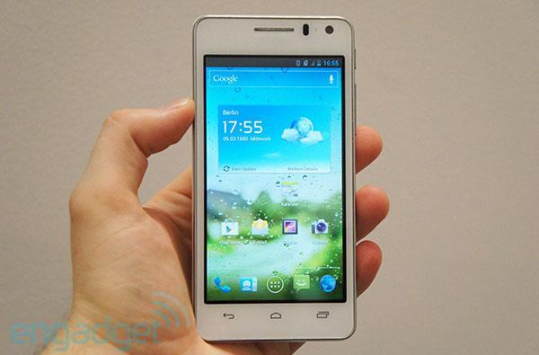 Huawei Ascend G600 announced: 4.5-inch qHD screen, dual-core processor, mid-range price (hands-on)