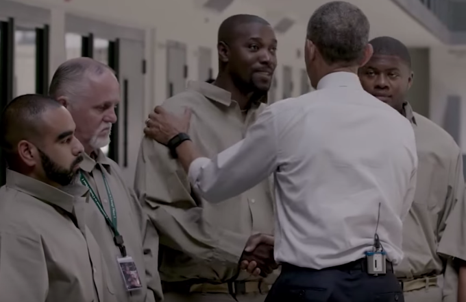 First Sitting President To Visit >> Watch The Moment Barack Obama Became The First Sitting President To