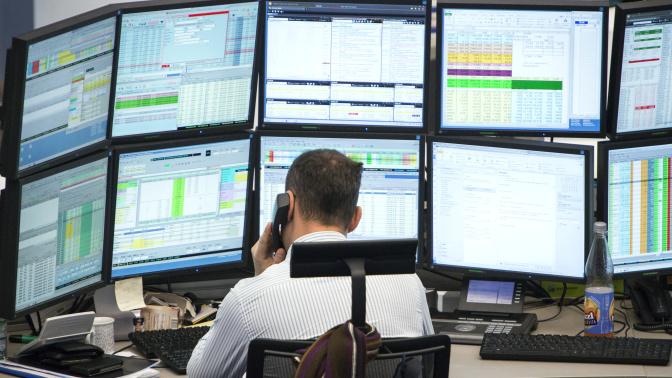 Bitcoin futures steal spotlight, keeps pushing stocks up