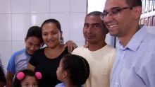 Vaquinha entre alunos dá nova casa à família que vivia em barraco de lona em Goiânia