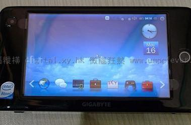 Gigabyte's M528 MID gets unboxed, photographed lots