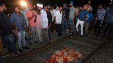 Trem atinge multidão na Índia e deixa ao menos 59 mortos