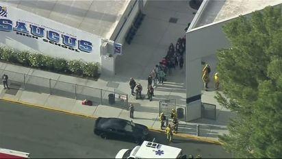 Tiroteo en escuela secundaria de Santa Clarita, en California: reportan múltiples víctimas