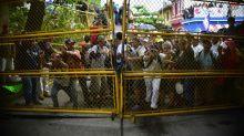 Migrant caravan storms Guatemala border into Mexico