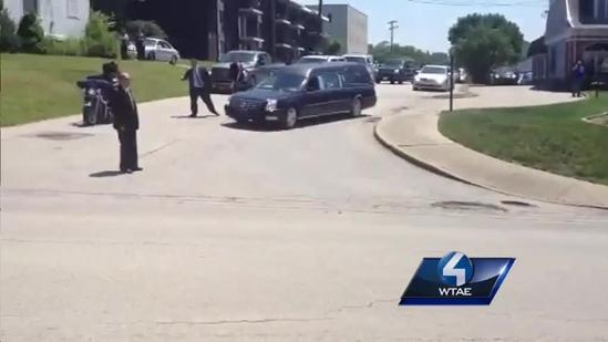 Motorcycle riders come out for funeral of man who tried to stop bank robber