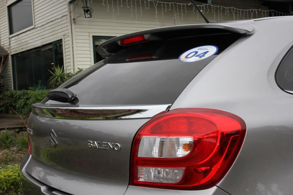 A/B/C柱均塗黑處理以及車尾小尾翼均替Baleno增添幾分帥氣