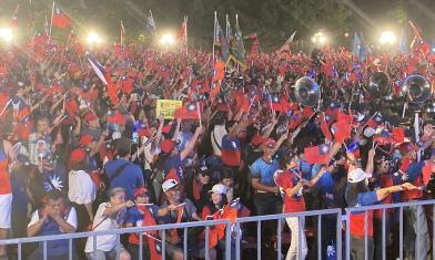 韓台南造勢擠爆「像被浪打到」