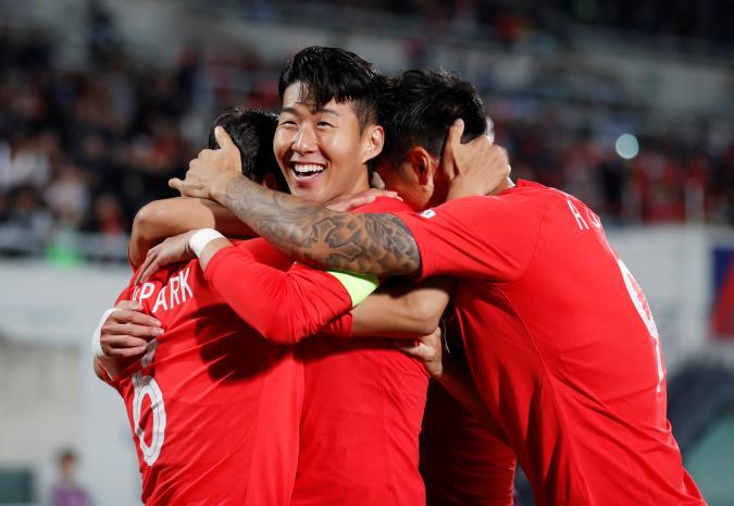 Soccer Football - International Friendly - South Korea v Panama - Cheonan Stadium, Cheonan, South Korea - October 16, 2018   South Korea's Park Joo-Ho celebrates scoring their first goal with Son Heung-Min and team mates     REUTERS/Kim Hong-Ji