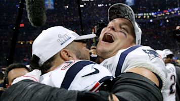 Agent hints that Gronk could make comeback