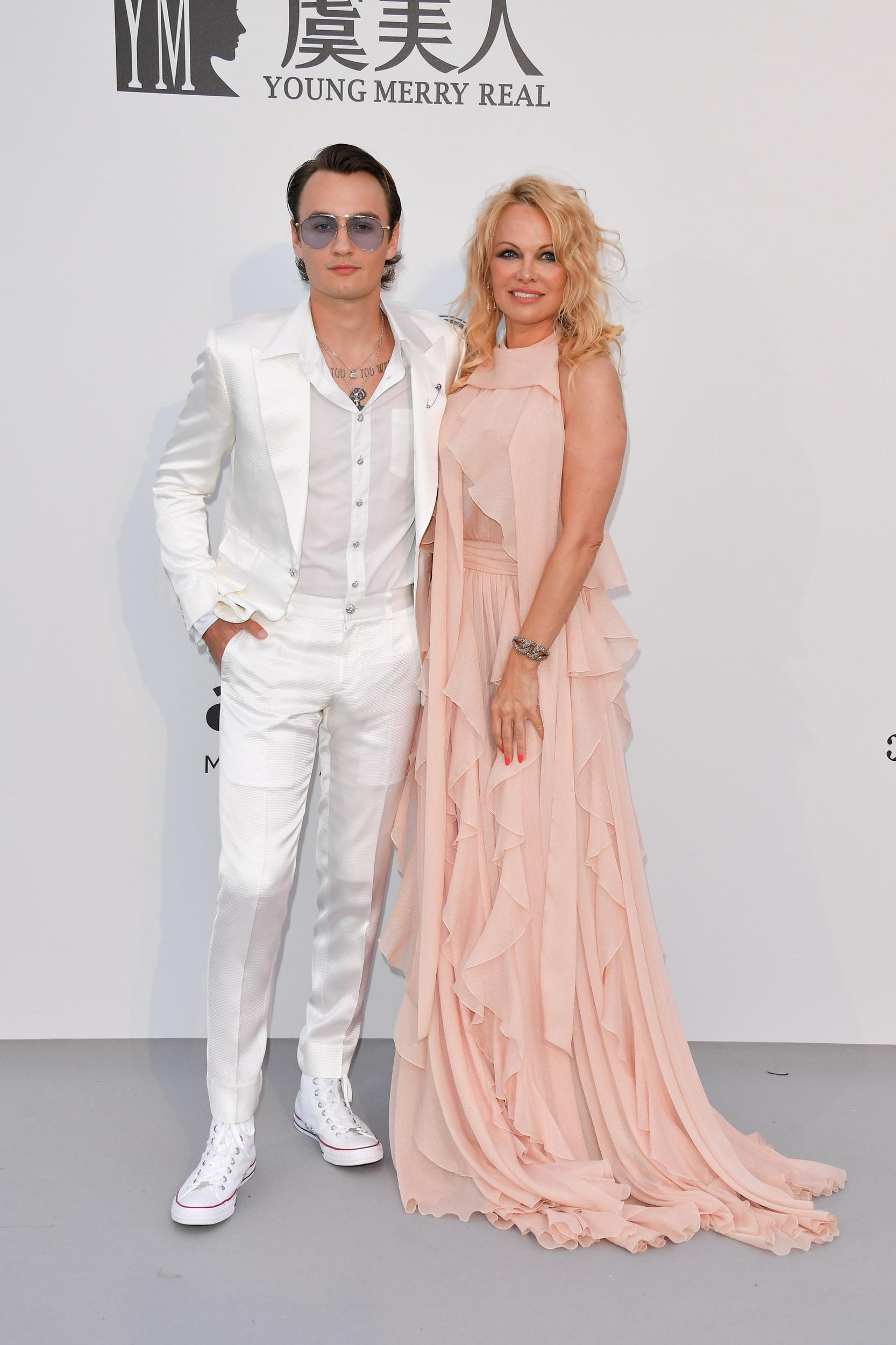 CAP D'ANTIBES, FRANCE - MAY 23: Brandon Lee and Pamela Anderson attend the amfAR Cannes Gala 2019 at Hotel du Cap-Eden-Roc on May 23, 2019 in Cap d'Antibes, France. (Photo by George Pimentel/WireImage)