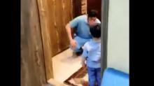 Desgarrador: un médico rompe a llorar tras rechazar el abrazo de su hijo para protegerlo del COVID-19