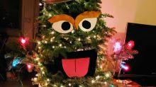 Dieser Weihnachtsbaum sieht aus wie Oscar aus der Sesamstraße