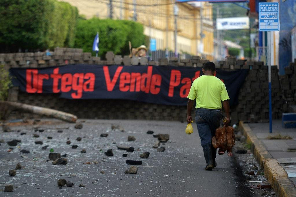 Opposition protesters in Masaya's Monimbo neighborhood erected barricades to try to keep out government forces (AFP Photo/MARVIN RECINOS)