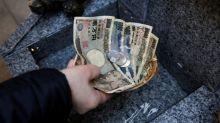 Dólar se aprecia por atención de operadores a débiles ventas minoristas chinas