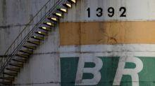 Petrobras tem novo prejuízo anual, mas vê futuro mais previsível
