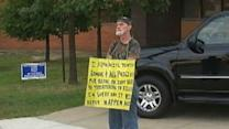 Ohio Man Who Threatened Cops Holds 'Idiot' Sign