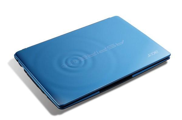 Acer releases Aspire One 722 netbook, tries to make molded plastic happen