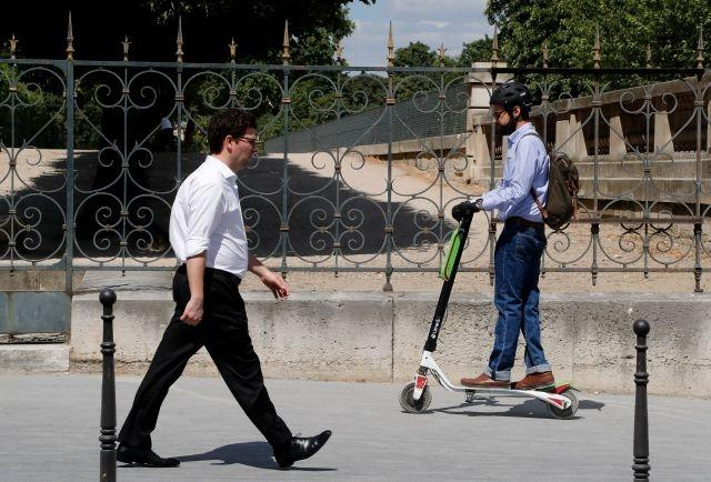 Paris bans electric scooters parking on pavement