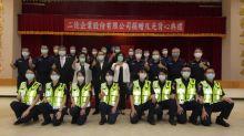 影/暖心企業捐贈反光背心 提升員警執勤安全