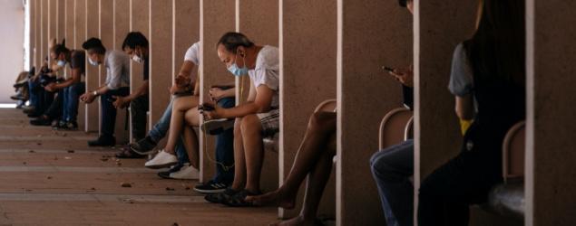 Bloomberg via Getty Images - 消息:本港今增65宗確診 連續6日少於百宗
