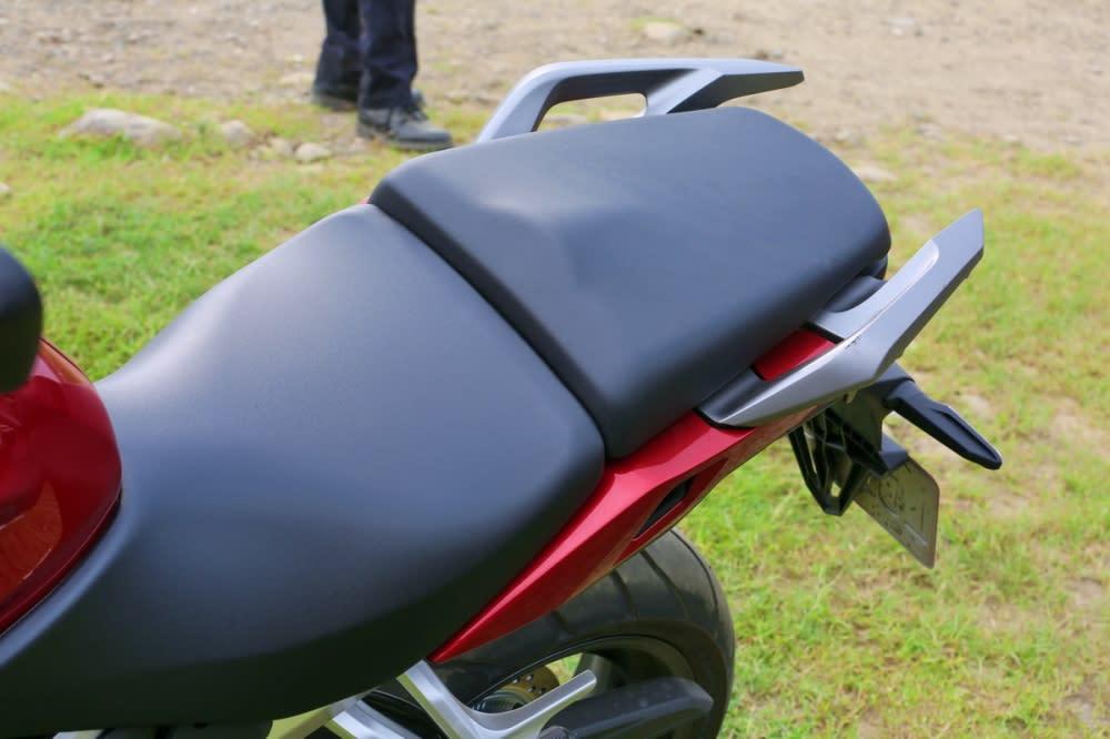 座墊就不像X-ADV那般舒適,但可以調整座高的設計,讓比較矮小的騎士可以更舒服