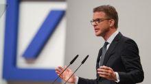 Christian Sewing erklärt die neue Strategie der Deutschen Bank