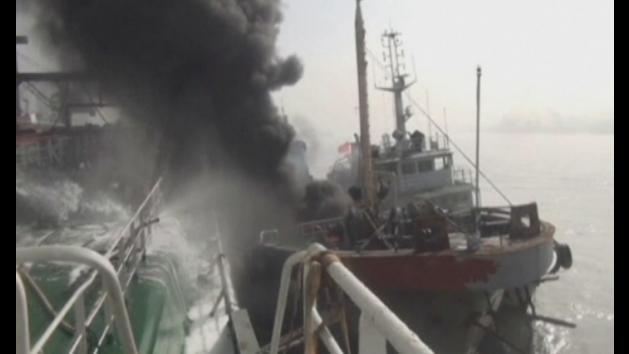 Oil tanker explodes in China