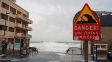 Grandes marées : un jeune homme en urgence absolue après avoir été emporté par une vague à Saint-Malo