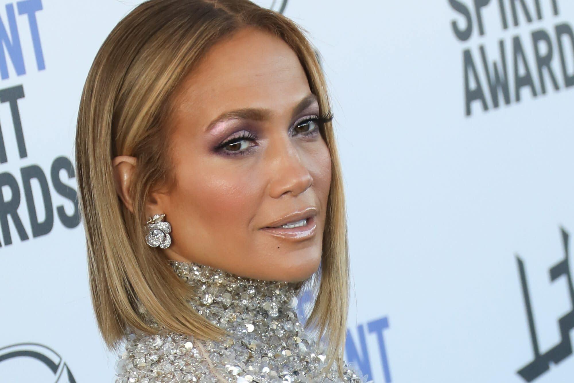 Insta :  Jennifer Lopez a applaudi un fan qui pense avoir eu des «tonnes» de Botox