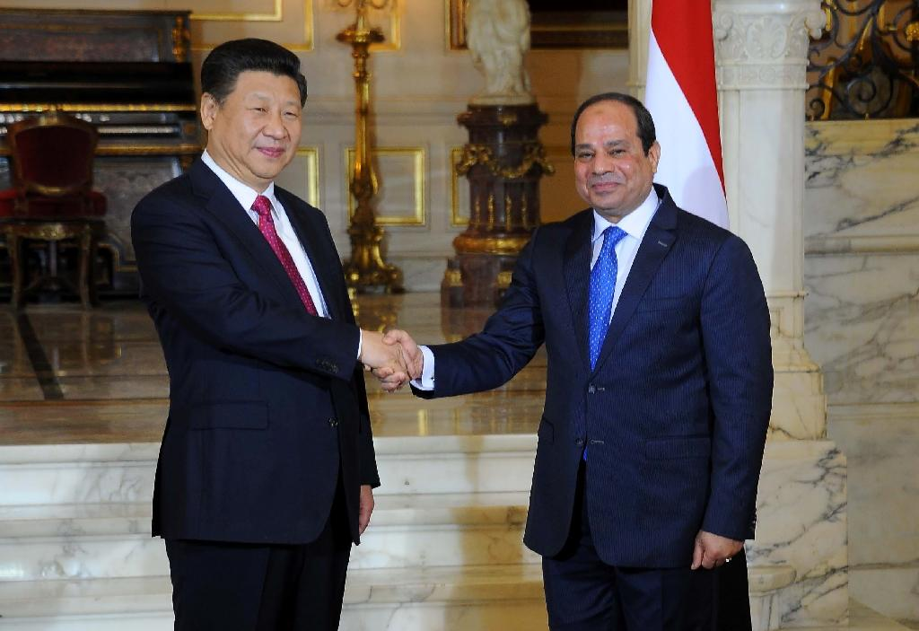 Chinese President Xi Jinping (left) held talks with Egypt's President Abdel Fattah al-Sisi and was to address the Cairo-based Arab League on January 21, 2016 (AFP Photo/)