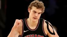 Lauri Markkanen literally stuffs Stephen Curry's shot in his face