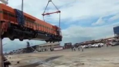 Train Dropped While Being Unloaded