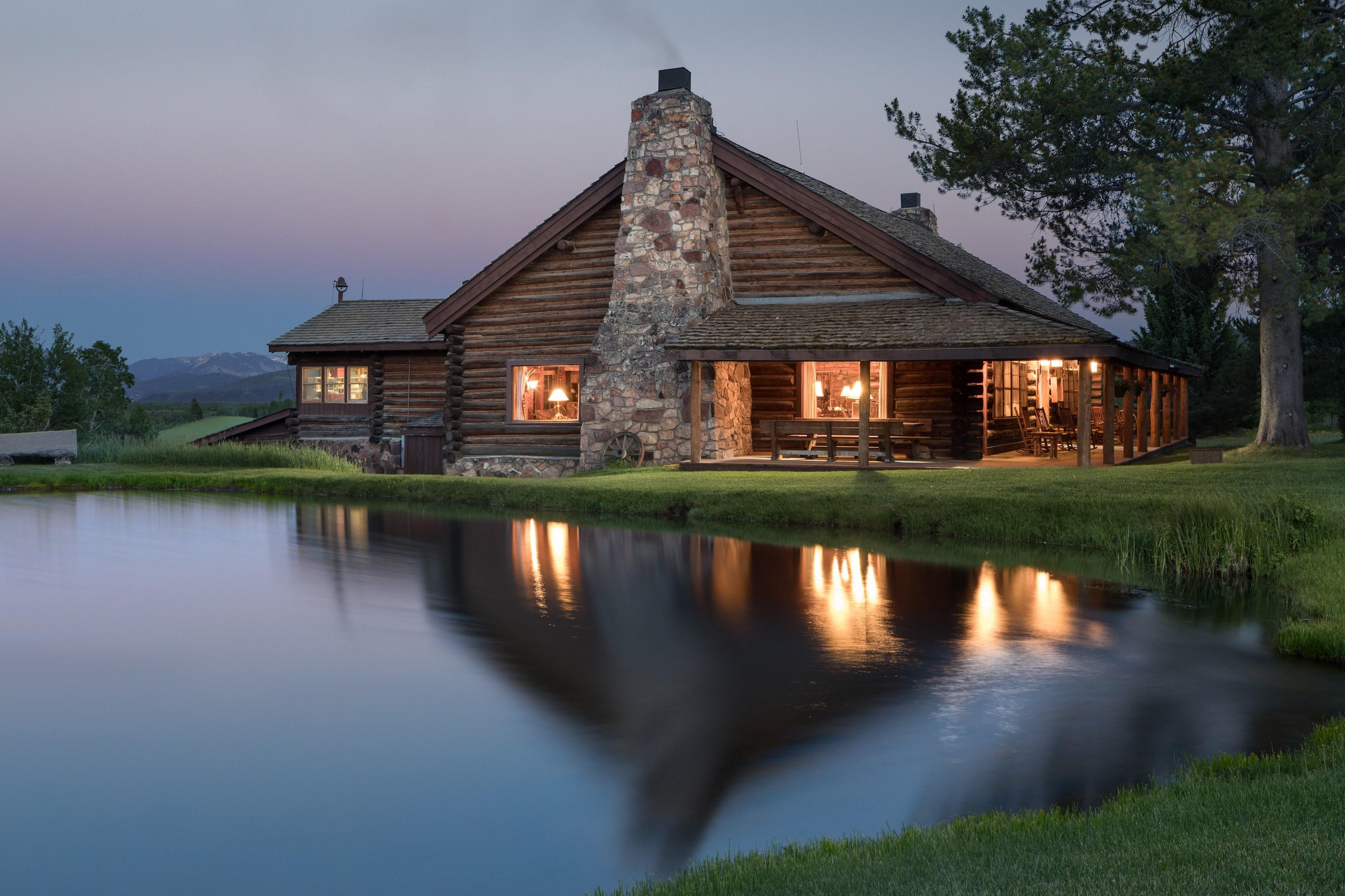 Luxurious Bedrooms 22 Of The Most Beautiful Cabins For Sale In America