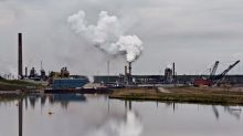 Oilsands tailings ponds leaking; federal enforcement unclear: report