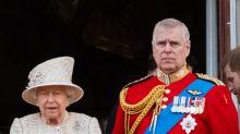 Il principe Andrea si ritira a vita privata e la Regina gli toglie lo stipendio (da 249mila sterline)