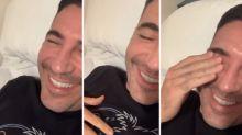 Miguel Ángel Silvestre y sus 'misteriosos' ataques de risa en la cama durante la cuarentena