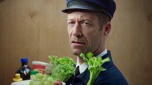 ¿Qué es lo que te llama la atención en la foto: el uniforme o la verdura?