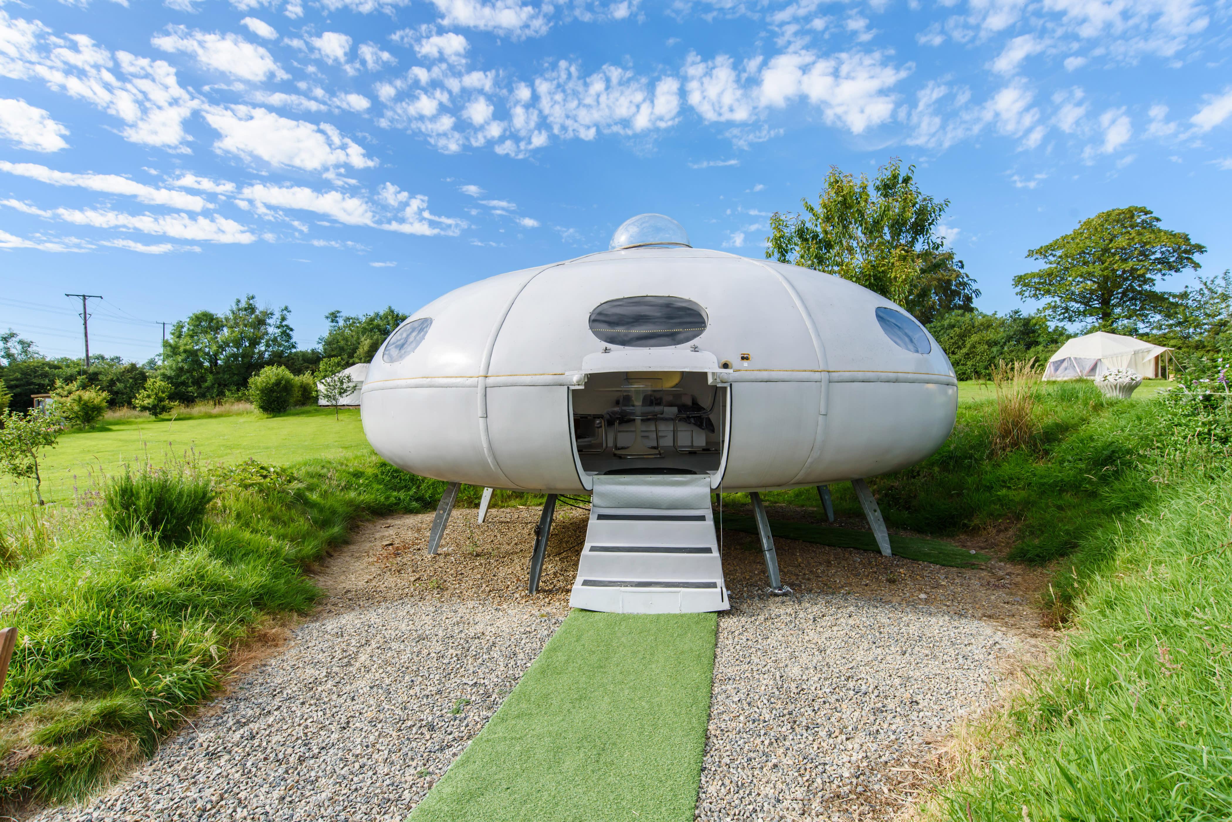 نتيجة بحث الصور عن Airbnb Space ship